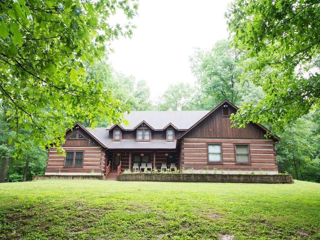 Indiana Log cabin treehouse rental
