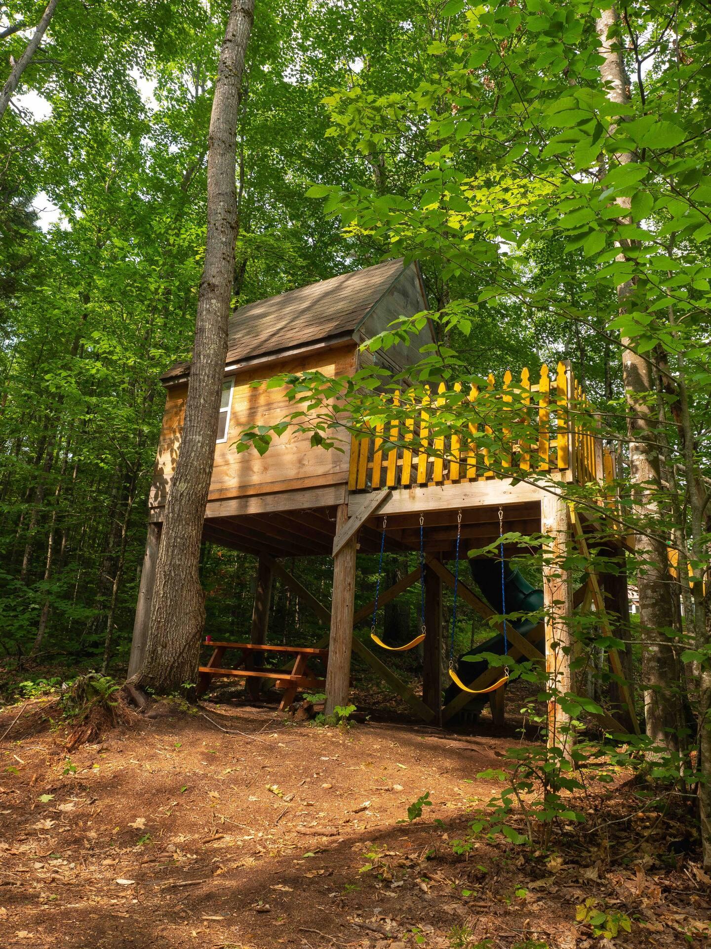 Kissing Oaks Back Yard Tree House Airbnb