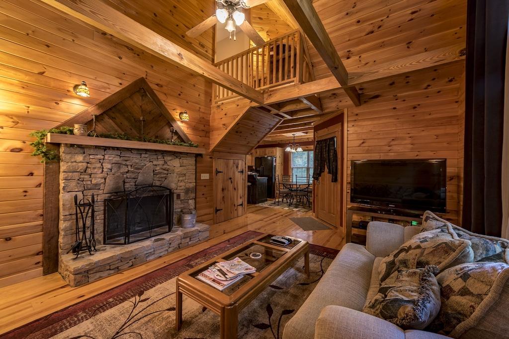 Luxury Treehouse Cabin Rental in Alabama