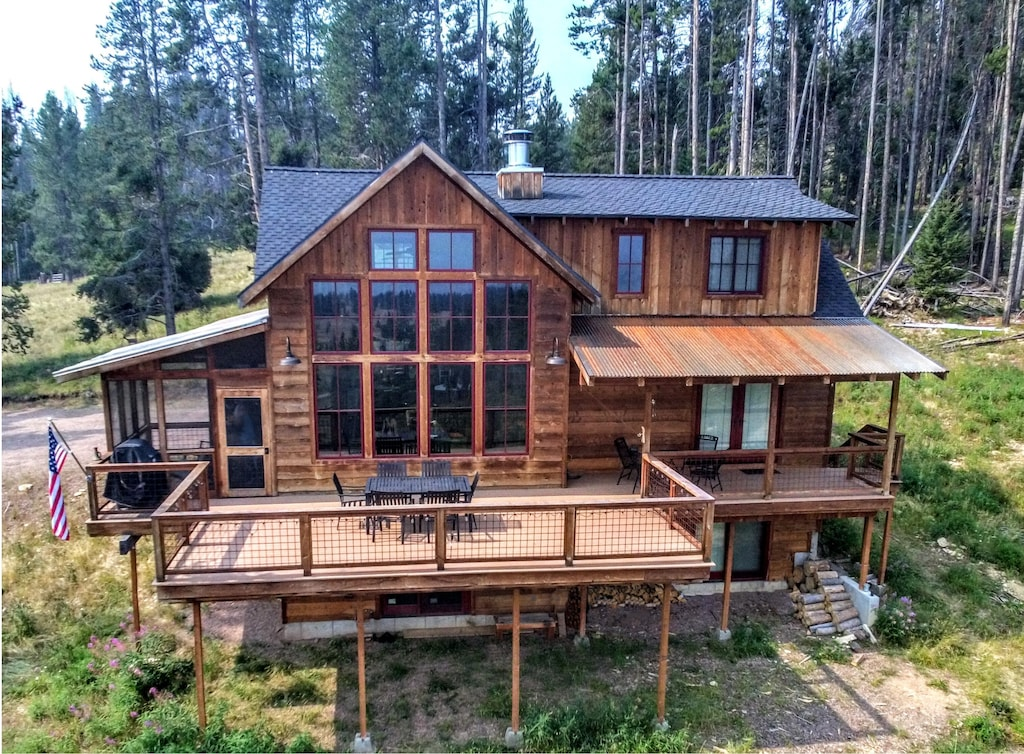 Secluded Cabin Treehouse with Hot Tub in Montana