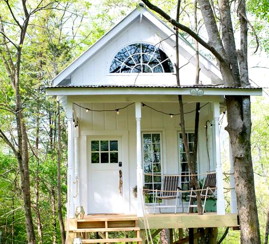 Tree House for a Romantic Getaway on a Farm near Chattanooga Valley, Georgia