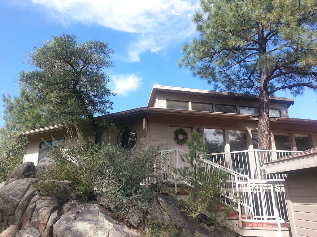Treehouse in the Pines and Boulders Arizona
