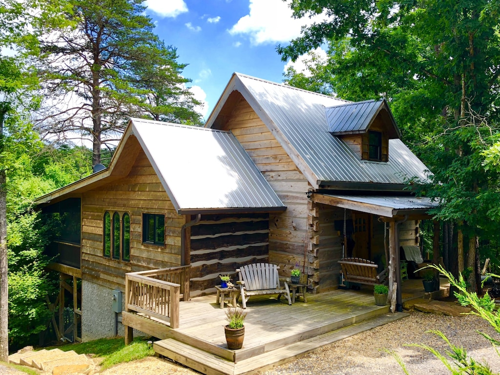 Unique Cabin Treehouse Rental in Alabama