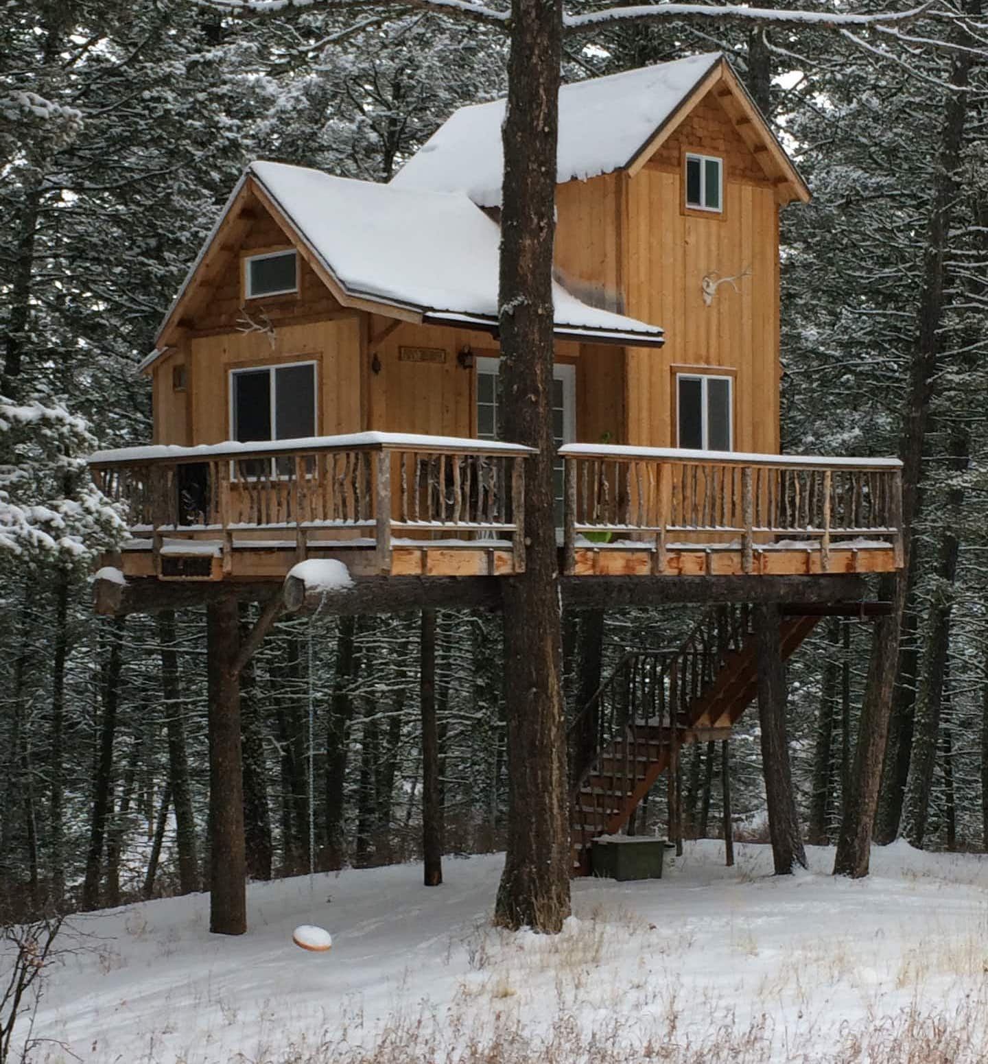 montana airbnb treehouse in winter