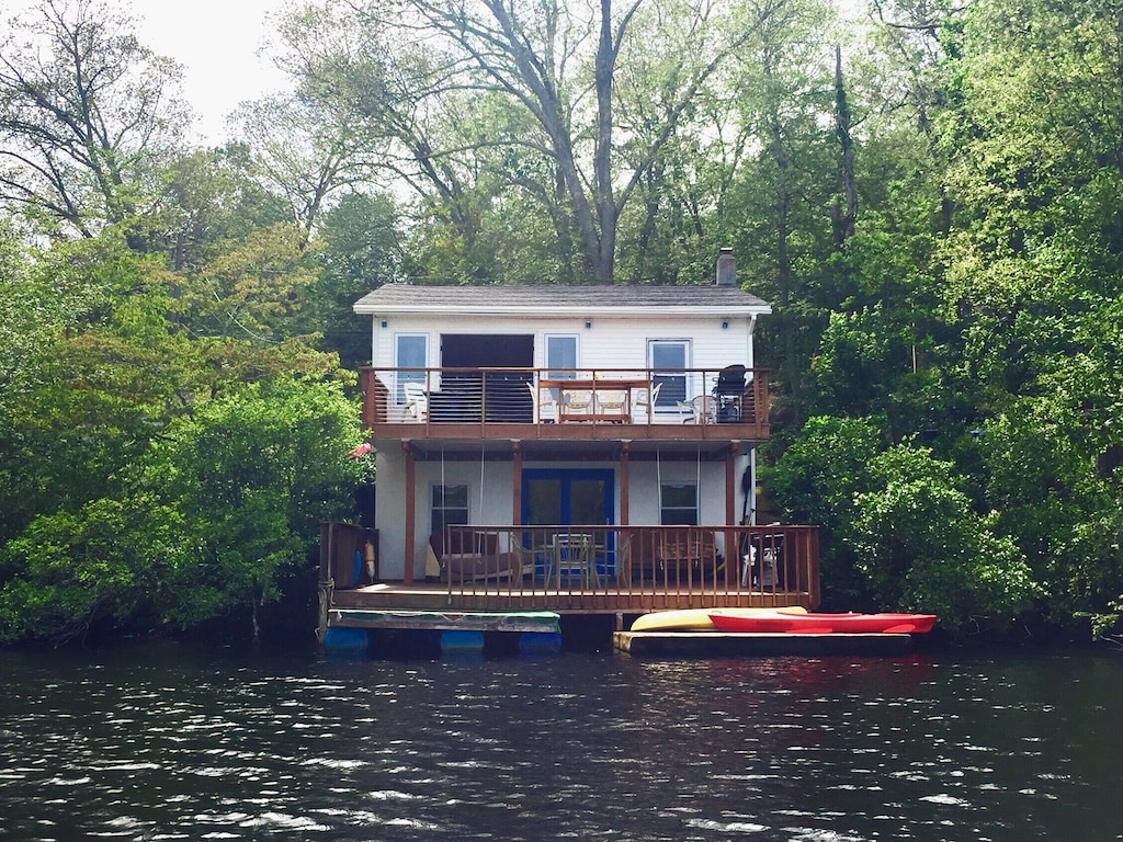 Lakefront Treehouse Rental Connecticut
