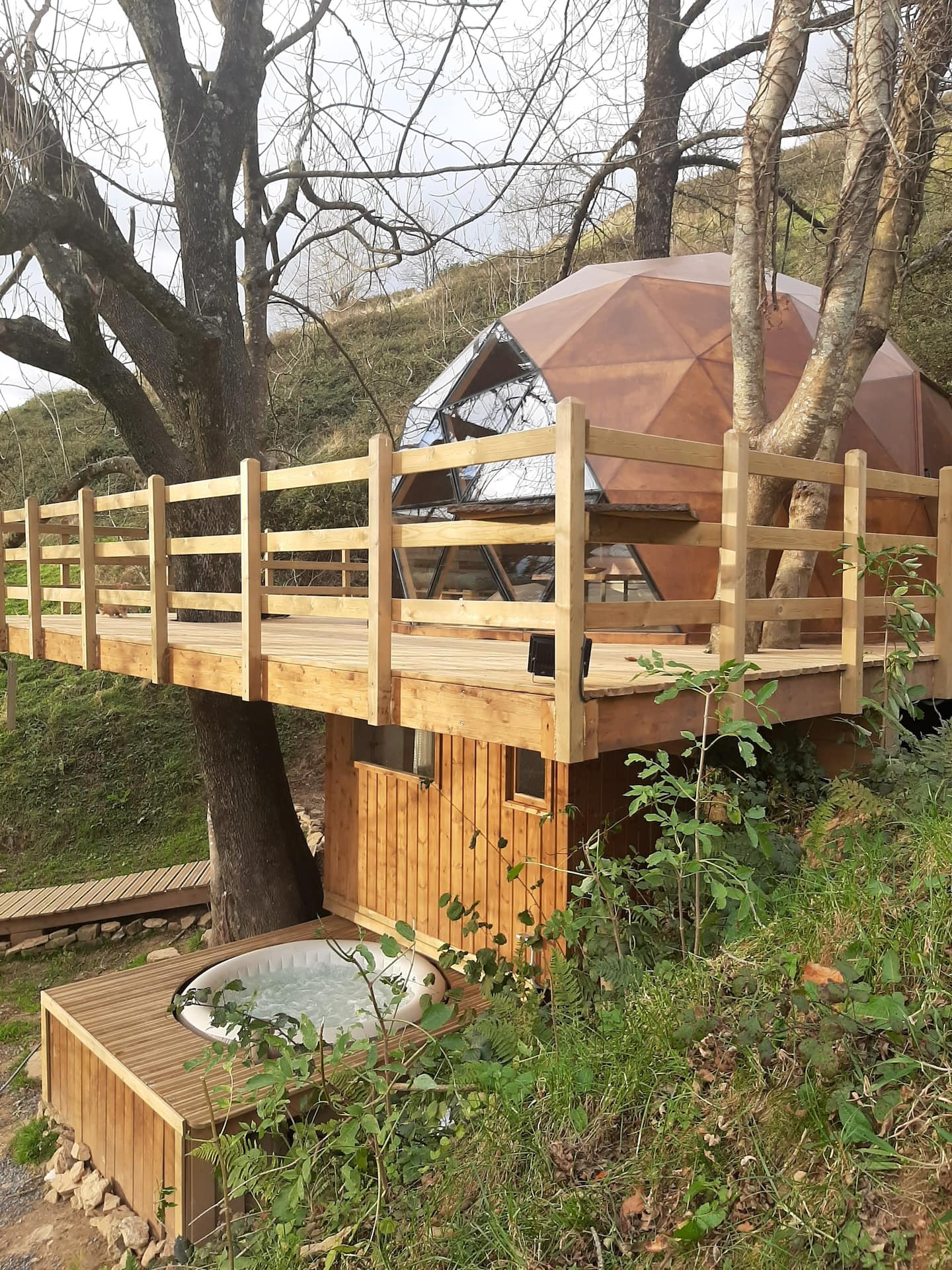 Treehouses in Spain Chulavista Dome with hot tub