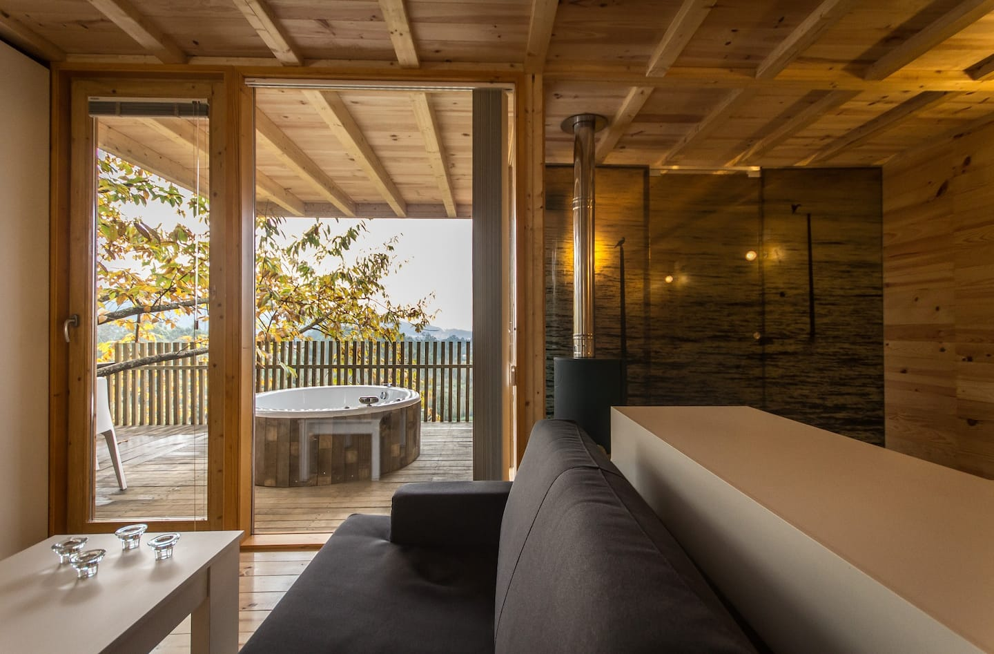 Treehouses in Spain with balcony hot tub