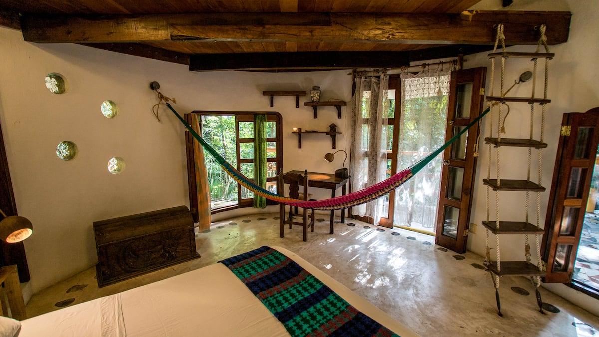 Treehouse La Selva Airbnb
