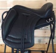 Freeform Navarra Treeless Saddle
