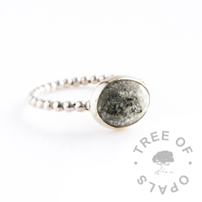 Cremation ash ring with classic natural coloured ash