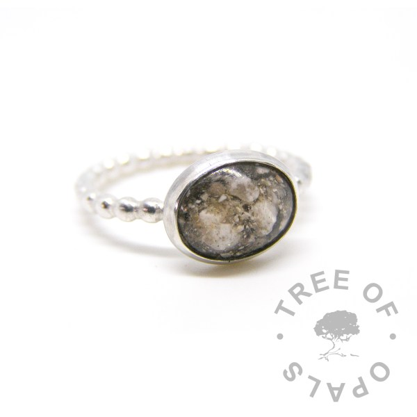 cremation ash ring on twisted wire band, classic ashes