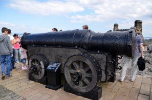Mon´s Meg from 1449. Sir Walter Scott was one of those who fought to get it back here from The Tower of London. Returned here in 1829.