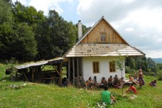Hanna sharing about her Strawbale house in Slovakia PDC