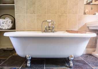 Coombe Villa Bath Tub