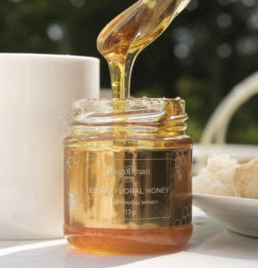 honey bees jars spoon