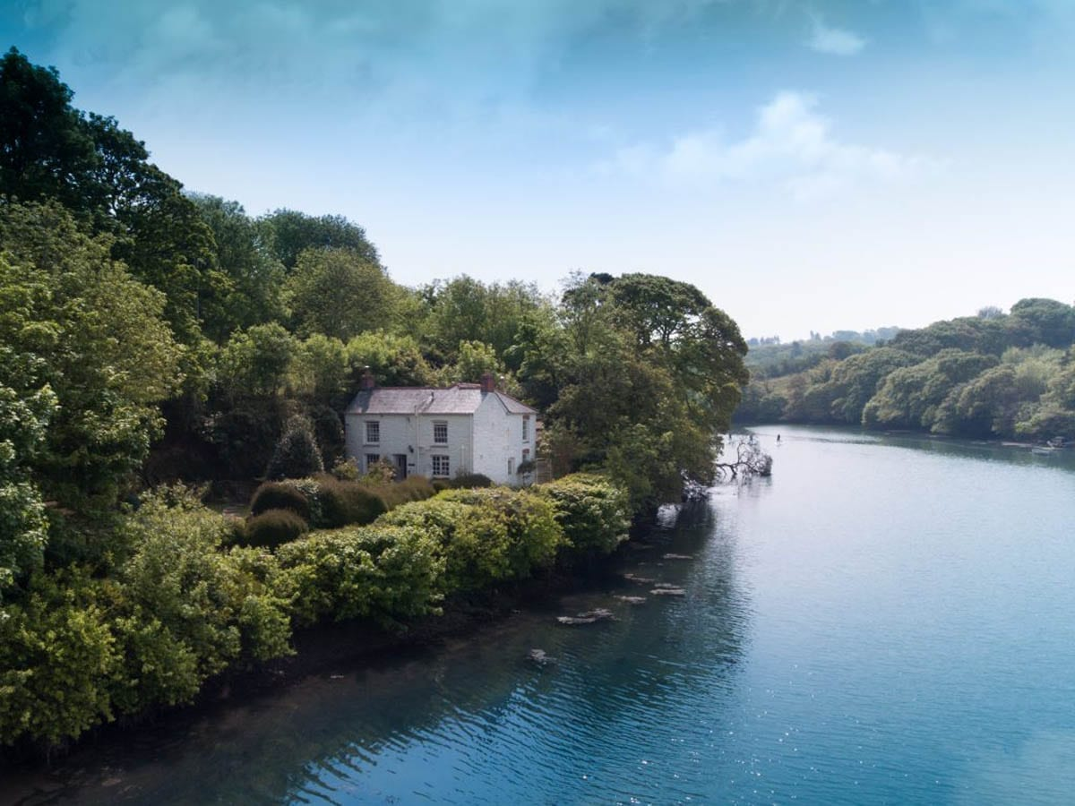 The beautiful Bethal Cottage located in Coombe on the edge of the River Fal