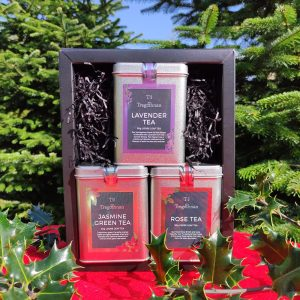 Floral tea gift set on a red background