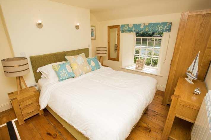 Penjerrick Cottage Bedroom 1