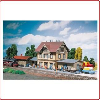 Station, spoorweg gebouwen