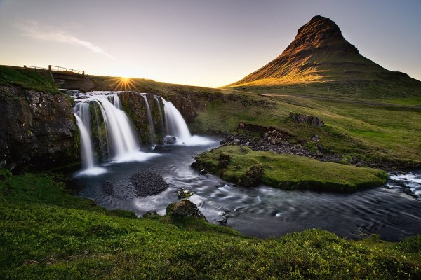 iceland scenery leave