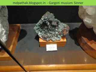 chocolate vpophyllite found in labaanon