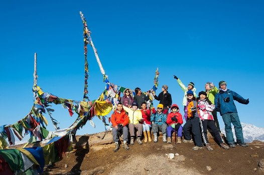 dzongri peak with thai group