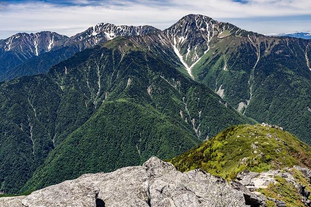 観音ヶ岳山頂からの白峰三山