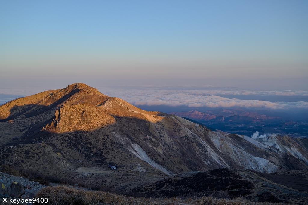 朝日を浴びる星生山