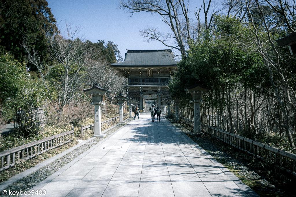 上社山門への参道