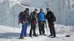 Pem Sherpa con escaladores en Mera