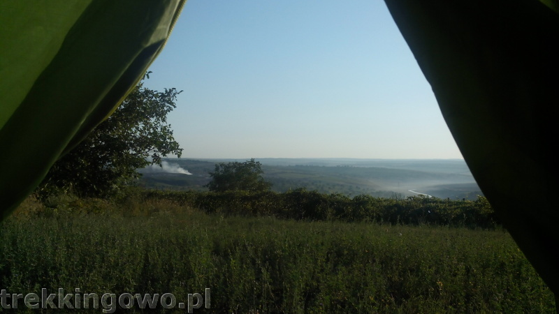 Mołdawia - Dzień 6 poranek wypalanie traw wzgórze trekkingowo