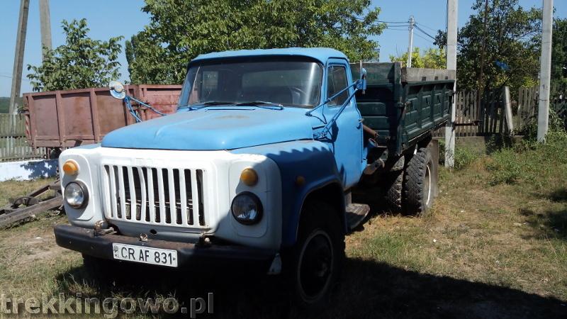 Mołdawia - Dzień 6 stare auto sklep trekkingowo