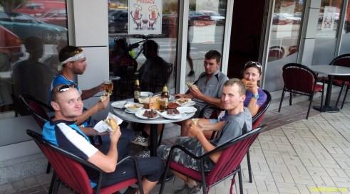 Bośnia 2014 - gdy właściciel baru mlecznego zobaczył taką grupę wygłodniałych turystów na rowerach - ucieszył się jak dziecko i zostaliśmy obsłużeni w pierwszej kolejności! :)