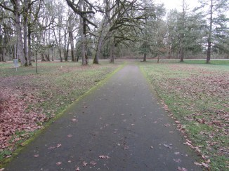 Shared bike and foot path. In the trees to the left is the frisbee golf course.