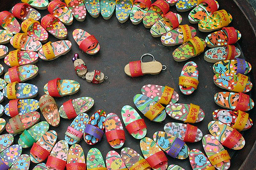 Key Chains at a Flea Market (Dennis Ong/flickr)