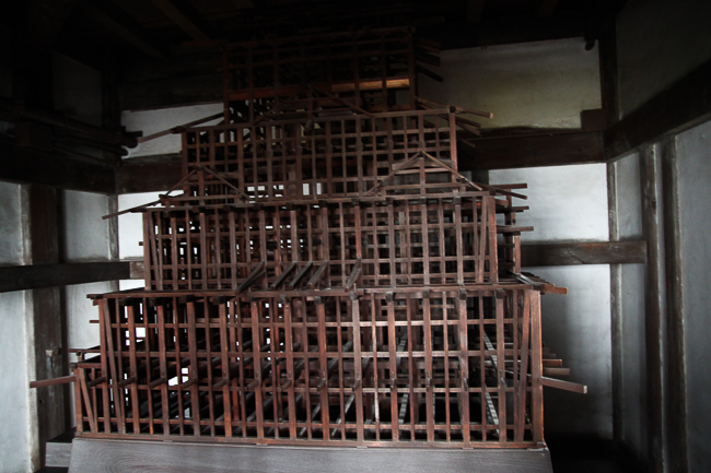 This 1/20 scale model was prepared as part of the dismantling and repair of the Main keep during the Showa Era Restoration.