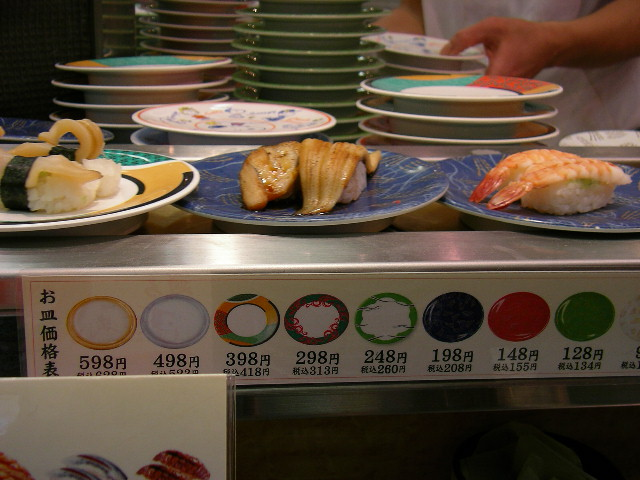 The prices are often by the color of the plate (Hajime NAKANO/flickr)