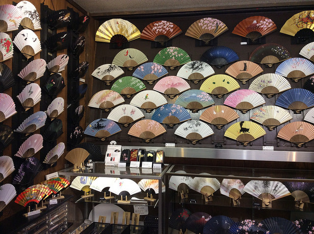 Besides food, you can also find handicrafts, like these beautiful fans (Sophia Lucero/flickr)