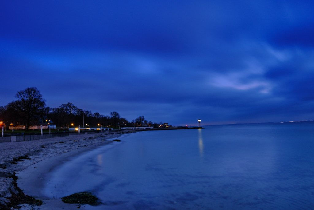 Bellevue Beach in the morning blue hour