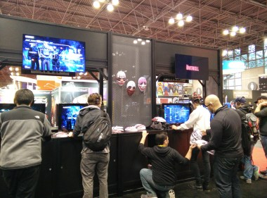 Attendees playing Payday 2 and Alien: Isolation at NYCC