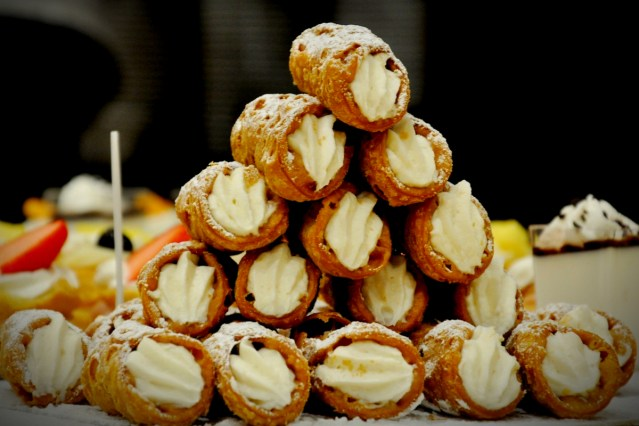 Cannoli By lucas_holiday-Pixabay.jpg