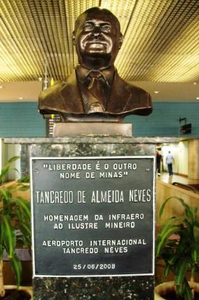 O doutor Tancredo no Aeroporto de Confins, que agora leva seu nome