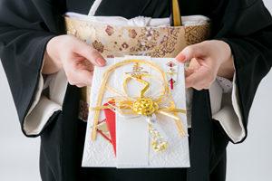 結婚式のご祝儀の相場は?