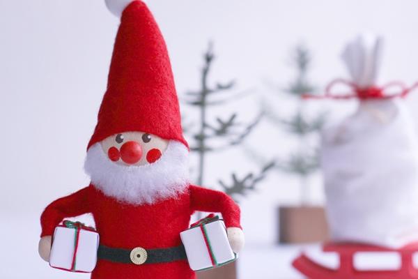 サンタクロースの由来とは?なぜトナカイに乗ってくるの?なぜプレゼントをくれるの?