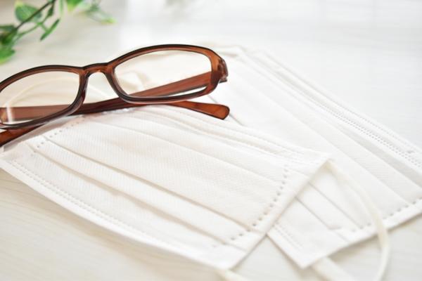 マスクでメガネがくもる!メガネが曇らないベストな方法をご紹介!