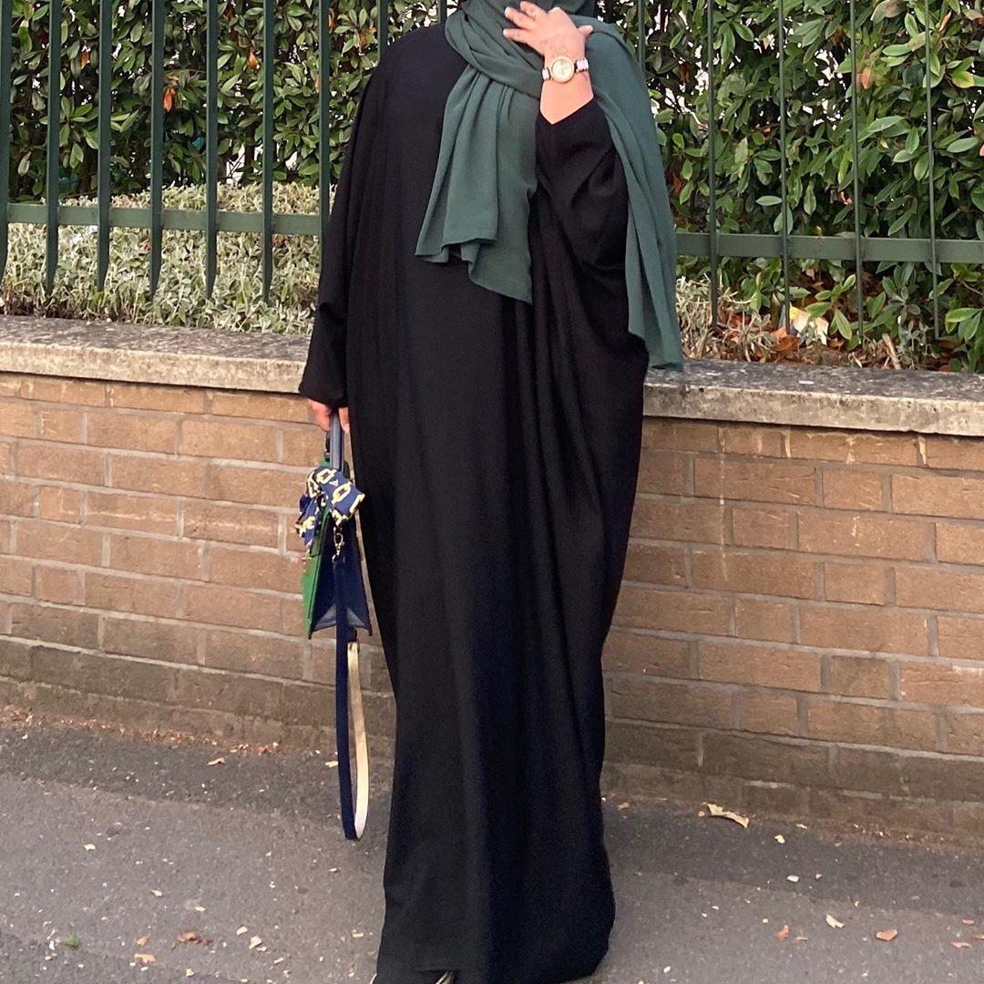 "Sanaaa🤍 on Instagram: ""More of this cute look💚   #abaya #fashion #green #modesty #modestfashion #black #london #modest #fashionstyle #islam #hijab #hijabifashion…"""