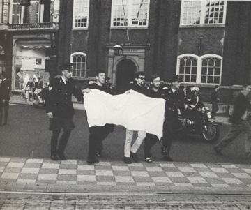 blanco-protest-tegen-het-landelijke-verbod-op-protesteren-amsterdam-nl-1966
