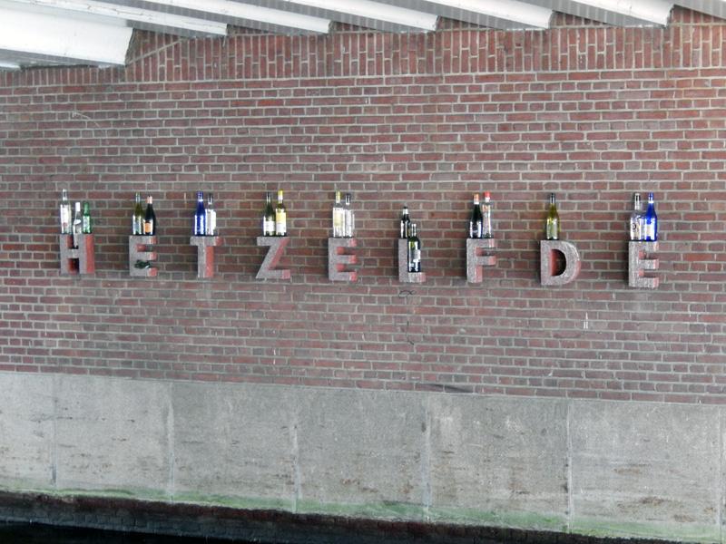 Een lekker wijntje bij Amsterdam Centraal