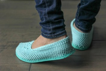 Crochet Sneaker Pattern Crochet Slippers With Soles Free Crochet Patten Using Flip Flops
