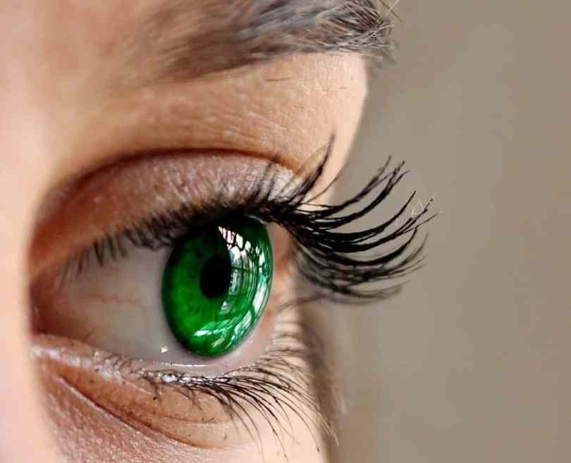Best ways to thick your eyelashes naturally